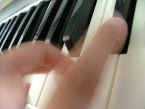 Songwriter spielt einen Song